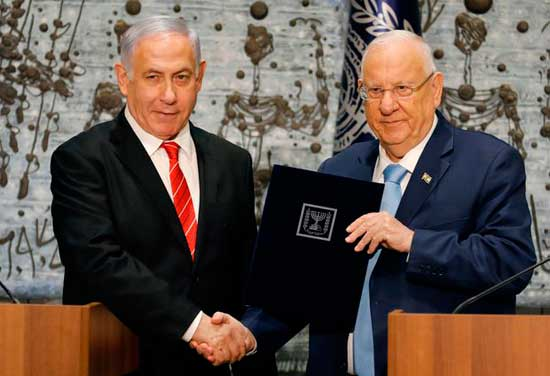 Netanyahu (L) tapped by Israel's president to form new government