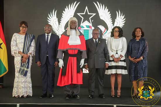 Newly appointed Chief Justice Anin Yeboah (center) flanked by VP Bawumia (L) and President Akufo-Addo.