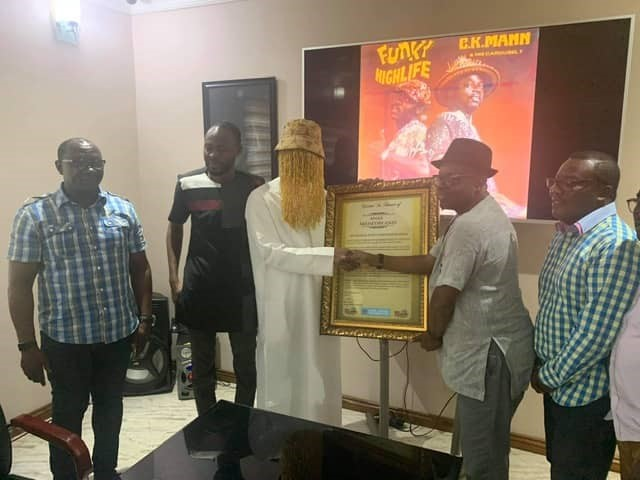 Anas Aremeyaw Anas receiving the citation from MUSIGA Vice President Bessa Simons. Image credit - graphiconline