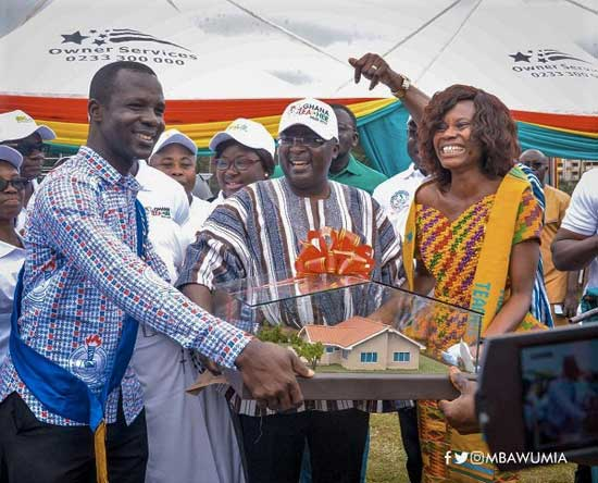 Vice-President Dr Mahamudu Bawumia (middle) presenting a miniature of a three-Bedroom House being the ultimate prize for the Most Outstanding Teacher to Ms Sabina Dosu